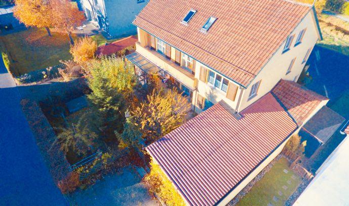 Mehrfamilienhaus bzw. 2 getrennte Wohneinheiten mit Keller- und Gartenanteil, Stellplätze und Garage