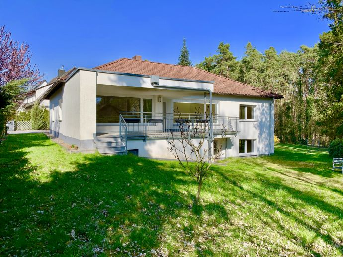 NEU! Bestlage in Schwabach-Limbach - 265 qm großes EFH auf 2570 qm großem Grundstück!