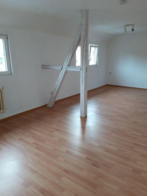 sehr schöne, geräumige 4 Zimmer DG Wohnung