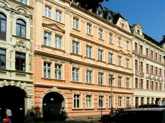 Tolle 5-Raumwohnung mit Balkon, 2 Carports in Südstadt zu verkaufen