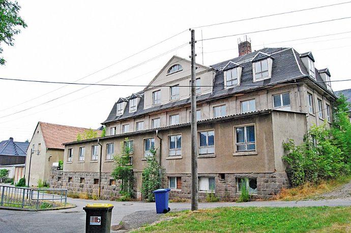 Online-Auktion: Mehrfamilienhaus und separates Wohngebäude - leerstehend (Sachsen) (O-435)