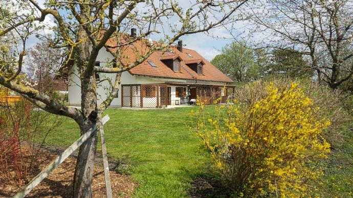 Exklusive Doppelhaushälfte in Eicherloh mit idealen Möglichkeiten für Pferdebesitzer