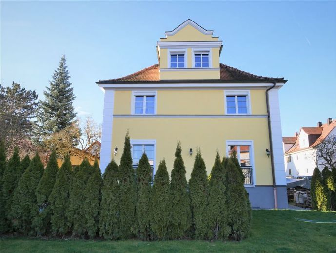 Wohnen UND Arbeiten oder Mieteinnahme? 5-Zi.- Haus mit Stil und separater Dachwohnung