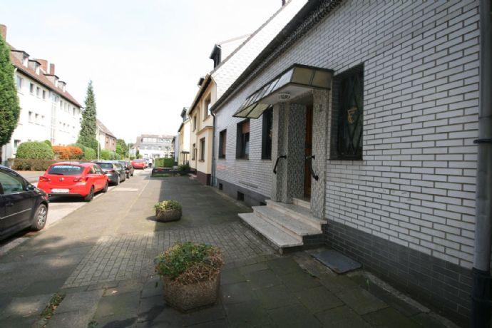 DU-Neuenkamp, Dillinger Str., top-modernisierte 2-Zimmerwhg., 57 m², EG, 2 Zi., K, Diele, neues modernes Bad