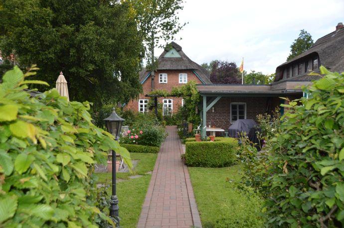 Einziehen und Wohlfühlen! Reetgedecktes Bauernhaus zum Verlieben in Huntebrück!