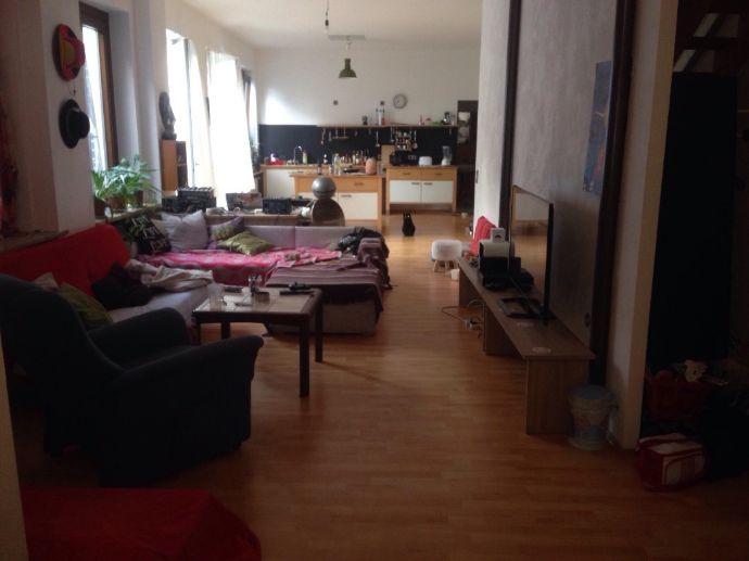 4-Raum-Maissionette Wohnung direkt in der Innenstadt inkl. Einbauküche, Wannenbad und Balkon zu vermieten!