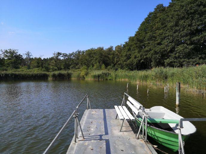 RAIBA-IMMO++FERIEN AM SEE+Mecklenburger Seenplatte+zwei FERIENHÄUSER und Grundstück mit SEEBLICK++