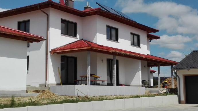 Großzügige Doppelhaushälfte mit gehobener Ausstattung (incl. Doppelgarage)