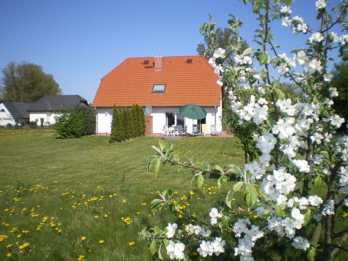 Einfamilienhaus mit Ferienwohnung Wassernähe, 9m Garage & Gerätehaus (teilmöbliert provisionsfrei) , am Rande des Naturparks Mecklenburgische Küste