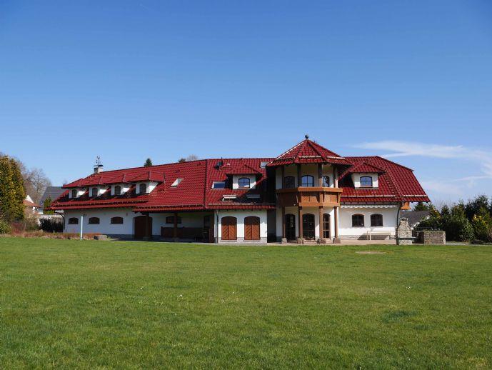 Exklusive Villa mit großem Wellnessbereich in traumhafter Naturlage - PROVISIONSFREI!