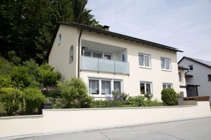 Freistehendes Einfamilienhaus mit Baugrundstück