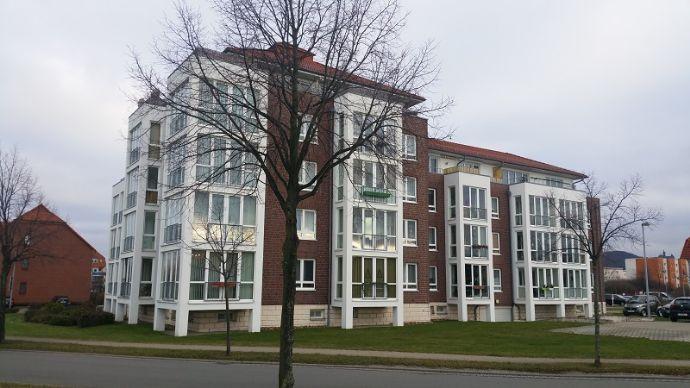 Hochparterre & hell , 2- Zimmer -Wohnung mit verglaster Loggia/Wintergarten