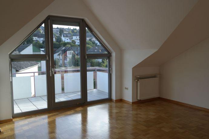 Mertesdorf: Schöne, sonnige DG-Wohnung - 3 ZKB, 99 qm (NR)