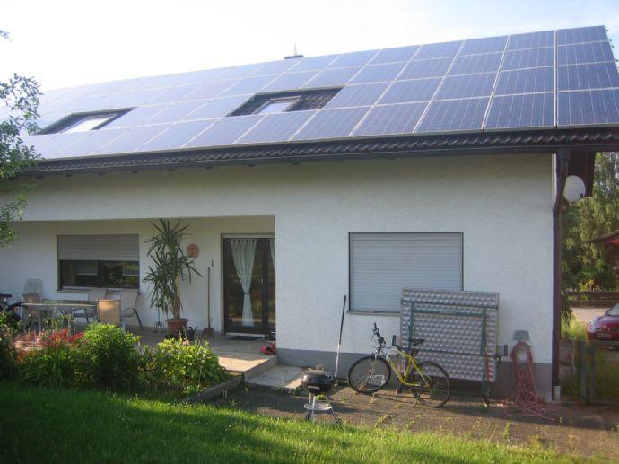 2-Familienhaus mit großem Gartengrundstück in schöner, ruhiger Wohnlage von Roding!