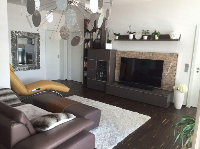 Exklusive Penthouse-Wohnung / gr. Dachterrasse / Aussenwhirlpool / Beleuchtung/ EBK / in perfekter Zentrumslage Simbach/Braunau