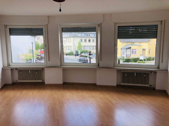 Vollrenoviert! Geräumige Wohnung im Stadtzentrum