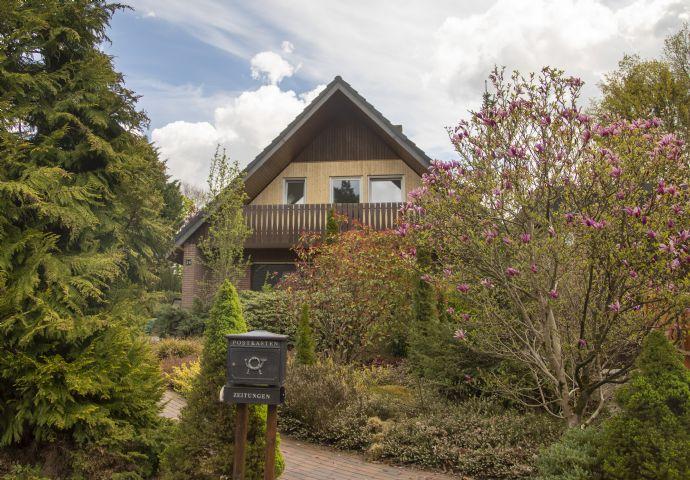 Gemütliches Einfamilienhaus mit großem Garten, Terrasse, Balkon, Doppelgarage in Drestedt sucht neuen Mieter