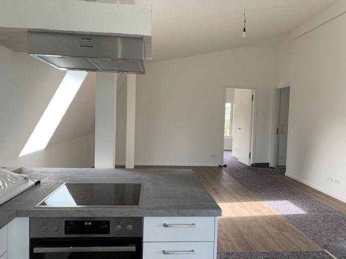 Sonnige Penthouse-Wohnung mit traumhafter Loggia in Lokstedt