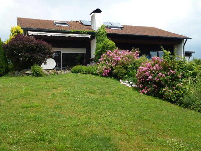 Schönes Wohnhaus mit Einliegerwohnung und großem Garten sucht neuen Besitzer