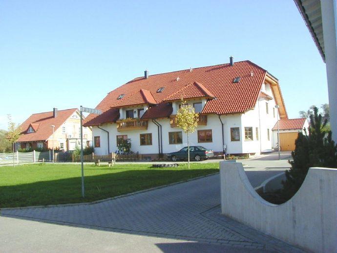 ***Mehrfamilienhaus in Feldrandlage*