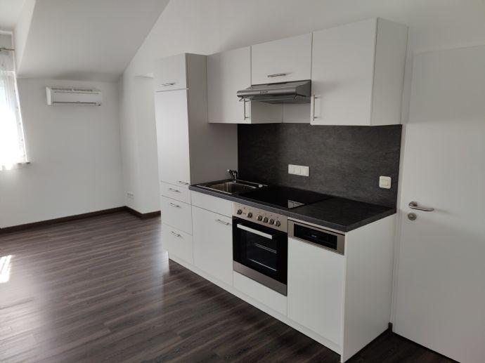 Neuwertige 1,5-Zimmer-Wohnung mit EBK u. Klima in Karlsfeld