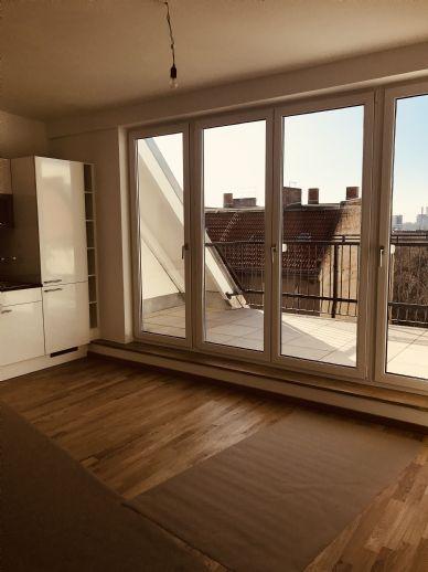 Dachgeschoss, 2 Zimmer plus Wohnküche, große Dachterrasse mit Weitblick, Erstbezug Friedrichshain