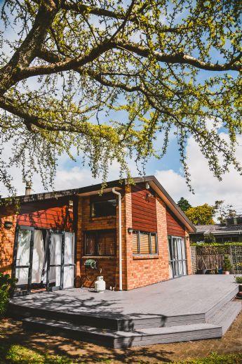Schickes Zweifamilienhaus mit Garage