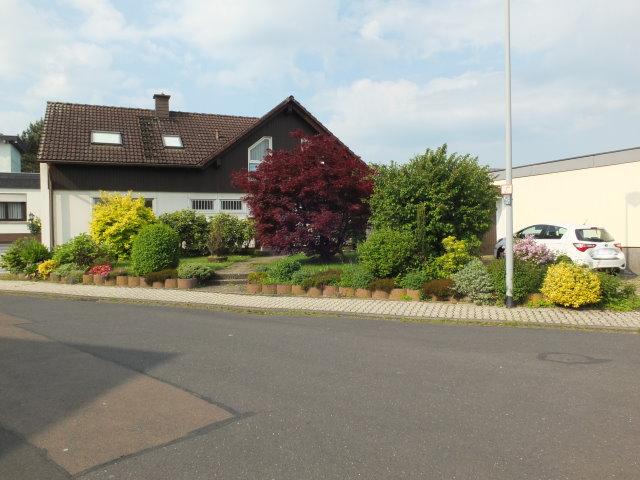 Geräumiges Einfamilienhaus mit tollem Garten und viel Platz für die Familie.