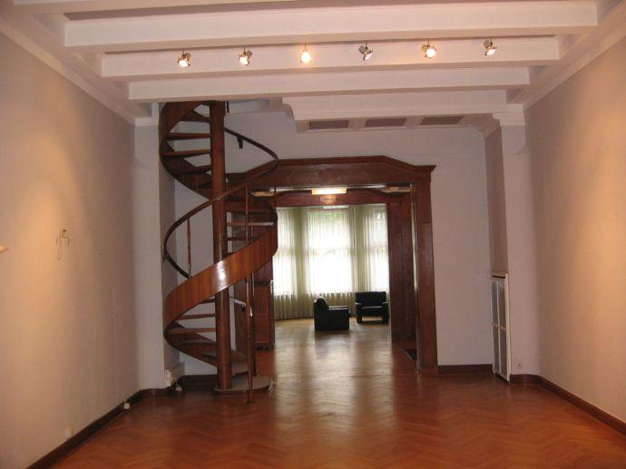 Cecilienallee.Rheinfront/ Büro/Showroom/ Deckenhöhe bis 4,30 m: Luxus-Büro/Wohnbüro