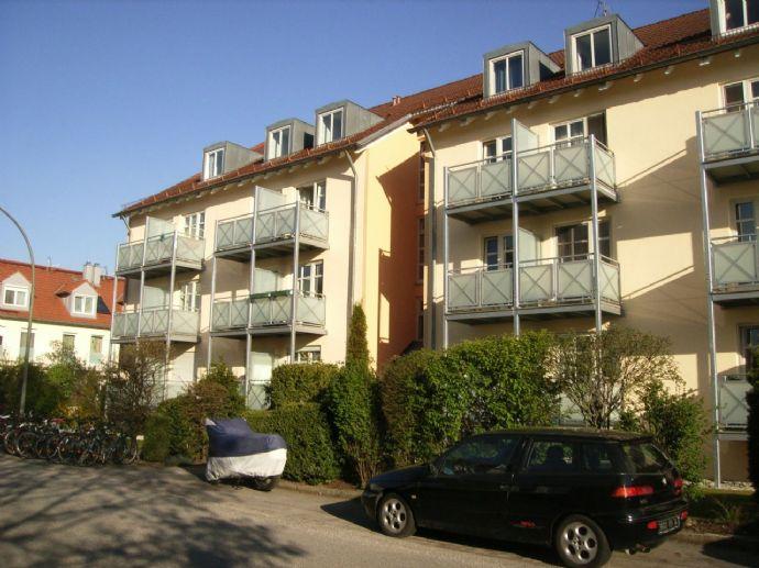 Neubau - Moderne, helle 2 Zimmer DG-Wohnung mit schönem Balkon und EBK