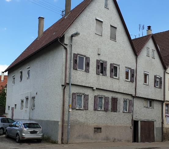 Wohnhaus mit 9-Zimmer auf 2-3 Etagen in Illingen zu verkaufen