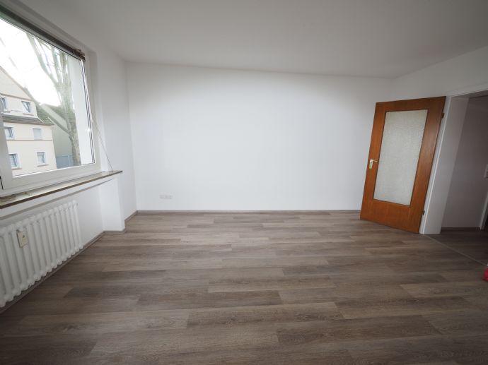 Schöne, renovierte 1,5-Raum-Wohnung, stadtnah (Hermannstr.)