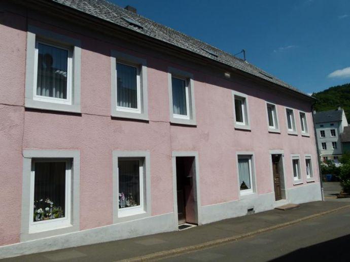 Haus mit Nebengebäuden bietet viel Potential ...
