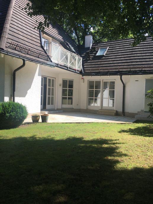 Leben am Stadtrand! Tudor-Doppelhaushälfte zum Wohnen und Arbeiten in Grünwald