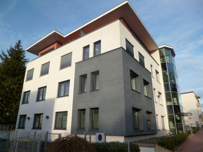 Helle, großzügige 3-Zimmer Wohnung in modernem Wohn-/Gewerbeobjekt mit Aufzug und Tiefgarage