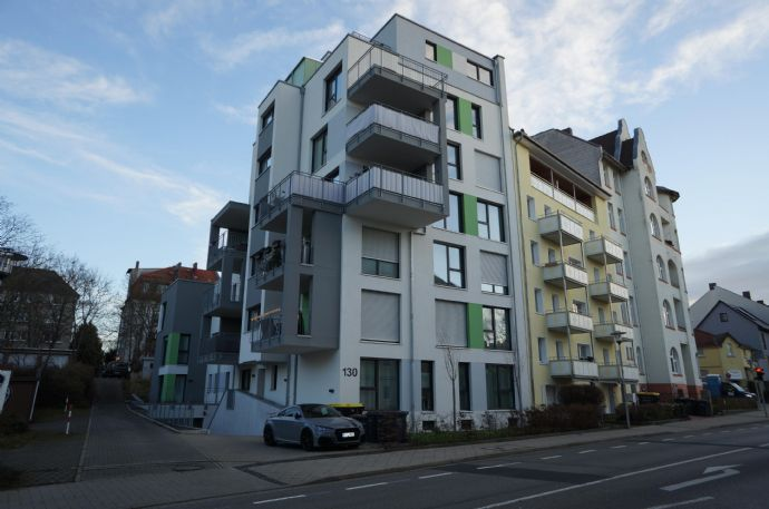 Hochwertige Neubauwohnung mit 4 ZKB und Balkon