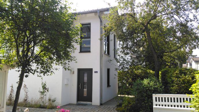 Möbliertes Einfamilienhaus mit zwei Schlafzimmern in ruhiger Lage