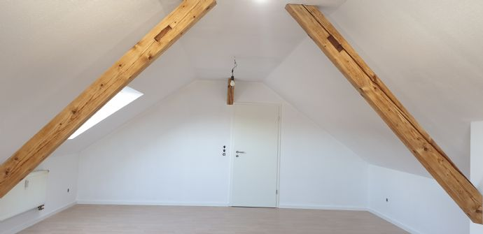 Ideal für Lux-Pendler, helle Dachgeschosswohnung in ruhiger Lage.
