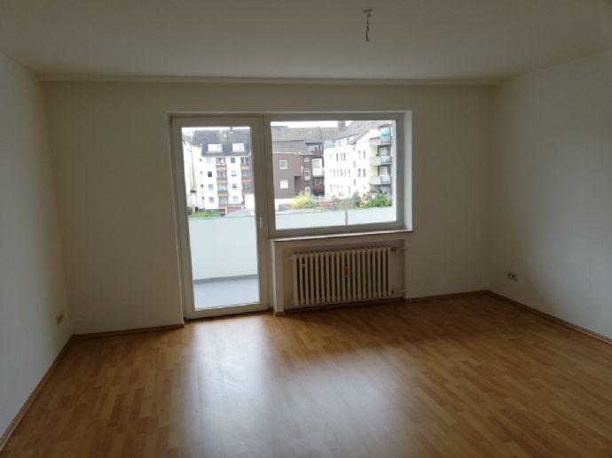 Alles neu. Renoviertes, attraktives Apartment mit neuem Boden in gepflegtem Wohnkomplex, 1 ZKDB mit Keller und Balkon direkt vom Eigentümer.