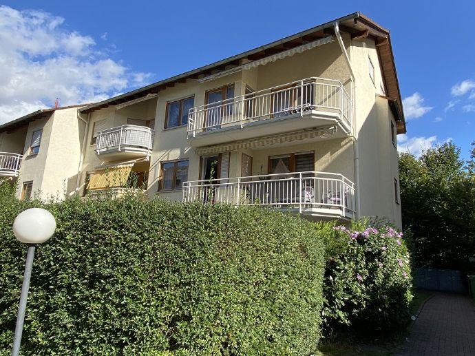 Sanierte Wohnung mit drei Zimmern sowie Balkon und EBK in Rastatt (Kreis)