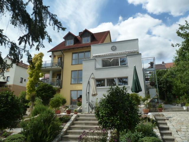 Wohnhaus mit 6 Zimmer, Wfl.160qm, Terasse 60qm , Balkon separat, Top Einbauküche, luxuriöses Bad mit Duowanne + Dusche, Schlossblick Südausrichtung