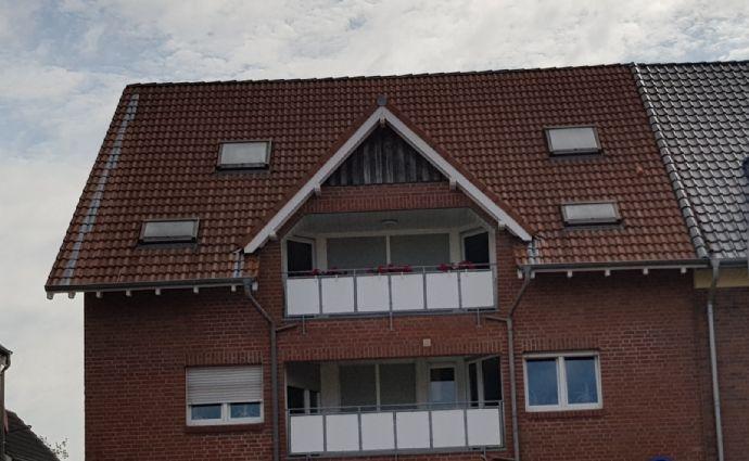 4-Zimmer-Wohnung mit Balkon und Wannenbad mit Fenster