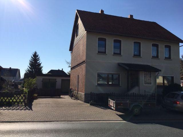 Hübsches Haus, mehrere Garagen, super Garten 1120m² Grundstück in Eime