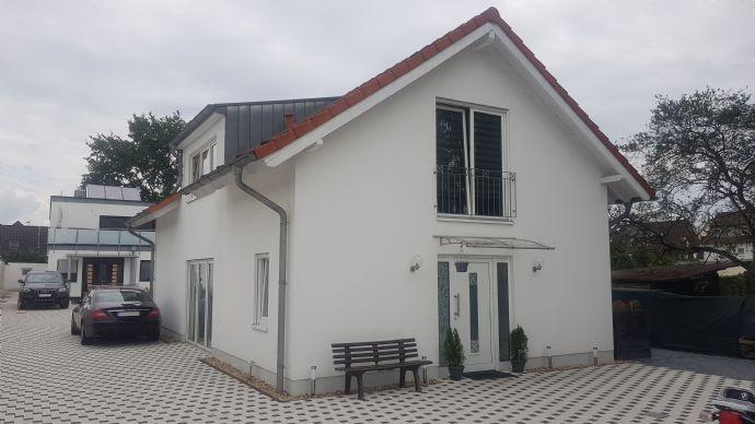 Traumhaft schönes freistehendes Einfamilienhaus in ruhiger Lage !!!