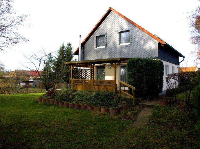 Einfamilienhaus mit Doppelgarage und weiterem Nebengelass auf großem Grundstück bei Angerrmünde