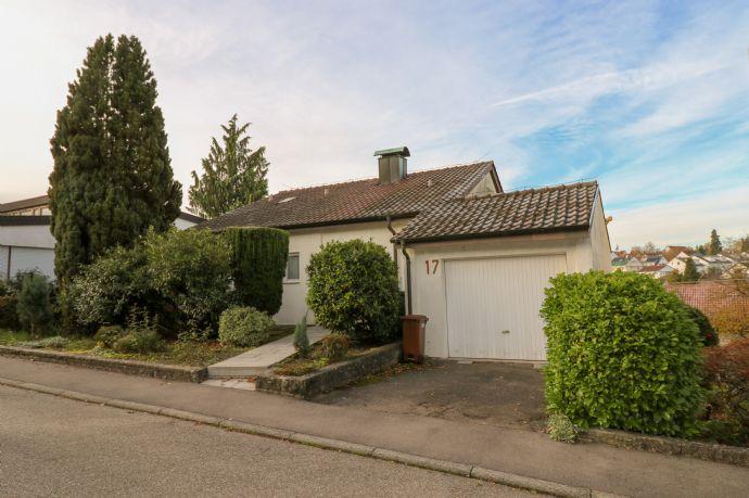 Einfamilienhaus mit Einliegerwohnung im Dornröschenschlaf, in entspannter Wohnlage zum Kauf!
