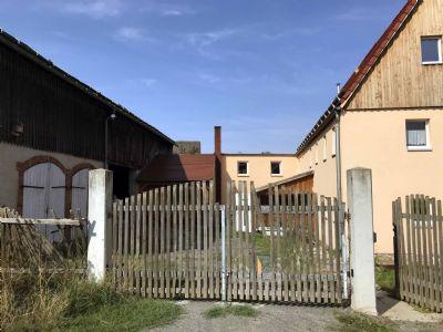 ehemaliger Bauernhof mit Scheune und Landwirtschaftsfläche