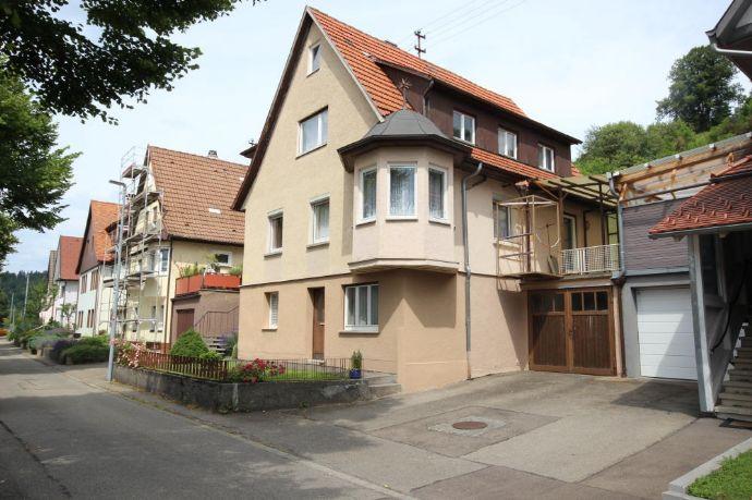 Einfamilienhaus in schöner sowie ruhiger Lage mit Garage und grossem Garten