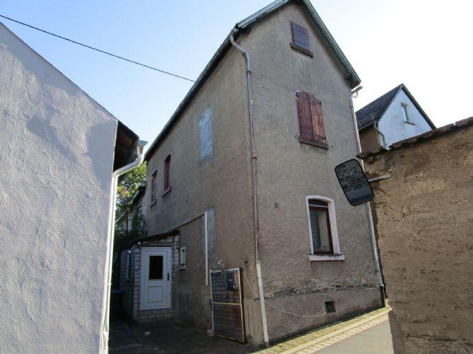 ***Einfamilienhaus, sanierungsbedürftig, mit Einliegerapartment im Anbau in Nickenich***