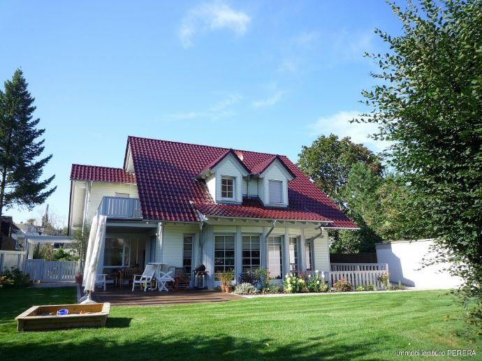 Freistehende Villa im amerik.Stil in Godesberg / Rheinnähe, LUXUS - Ausstattung mit großem Garten